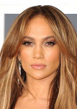 Comment se maquiller comme Jennifer Lopez  : maquillage naturel et ultra glam