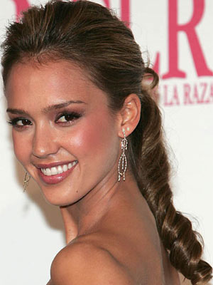Coiffure queue de cheval de Jessica Alba