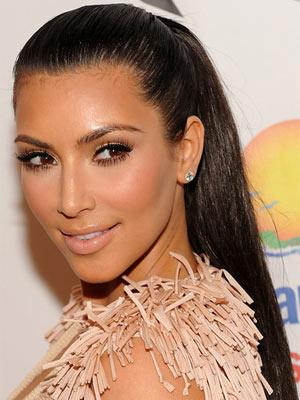 Coiffure queue de cheval de kim Kardashian