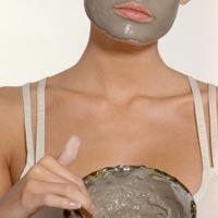 Masque au rhassoul et au thé vert pour peaux grasses ou zones grasses du visage (nez, front, menton)