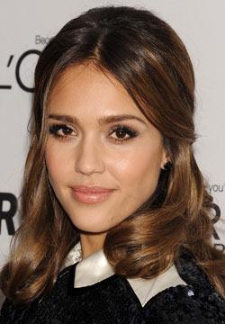Comment se maquiller comme Jessica Alba : maquillage naturel et glamour pour yeux marron