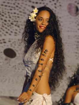 Monoï de Tahiti : secrets de beauté des Polynésiennes pour les cheveux secs et le corps